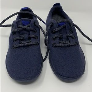 All birds: Blue Wool woman's shoe; mint condition